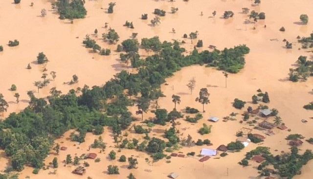 Sự cố vỡ đập thủy điện tại Lào hồi tháng 7 vừa qua (Ảnh: Attapeu Today)