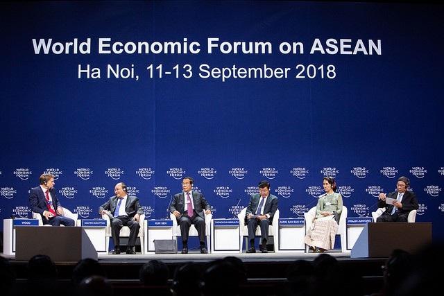Vào chiều ngày 12/9, Thủ tướng Nguyễn Xuân Phúc và các nhà lãnh đạo các quốc gia Mê Công đã tham gia trao đổi tại phiên thảo luận Tầm nhìn mới khu vực Mê Công.
