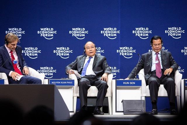 Tại phiên thảo luận, Thủ tướng Nguyễn Xuân Phúc cho rằng các quốc gia Mê Công cần tăng cường kết nối cứng và mềm để thúc đẩy hợp tác trong cuộc Cách mạng 4.0.