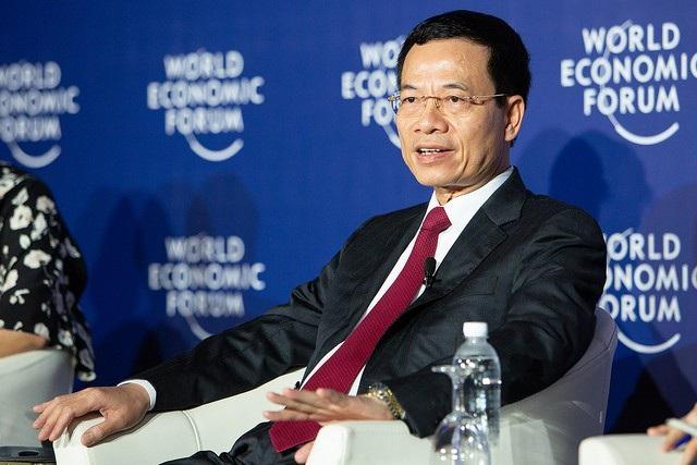 Quyền Bộ trưởng Nguyễn Mạnh Hùng trao đổi với các phóng viên Việt Nam và quốc tế tại cuộc họp báo về những kỳ vọng tại WEF ASEAN 2018.