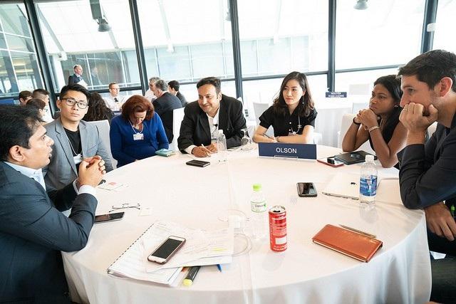 Diễn đàn thu hút hơn 70 nhà lãnh đạo trẻ, bao gồm 25 nhà kiến tạo thế giới, 9 nhà khởi nghiệp xã hội và 37 lãnh đạo trẻ toàn cầu.