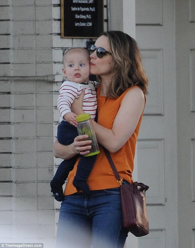 Đây là lần đầu nữ diễn viên nổi tiếng lộ diện bên con trai cưng