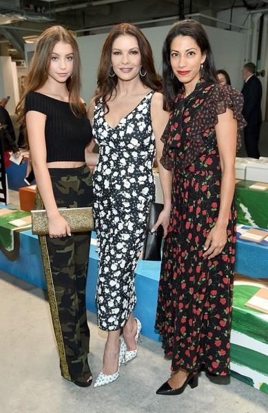 Cô con gái 15 tuổi của minh tinh Catherine Zeta-Jones càng lớn càng xinh đẹp nổi bật