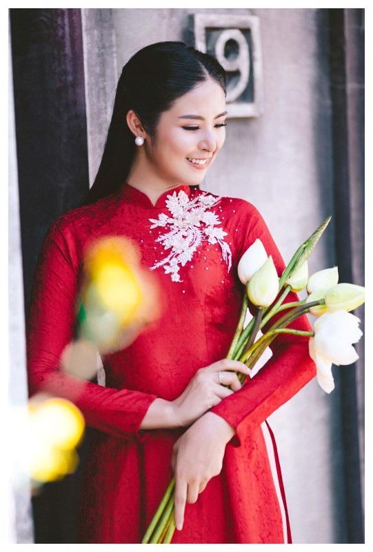 Ngọc Hân là Hoa hậu Việt đầu tiên làm việc ở lĩnh vực thời trang. Người đẹp khá tự tin về những kiến thức mình từng học ở trường Đại học Mỹ thuật công nghiệp.