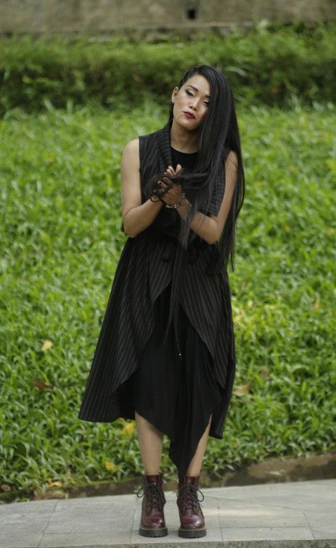 BST của Huyền Nhung Nguyễn là BST mở màn của buổi trình diễn thứ 2.