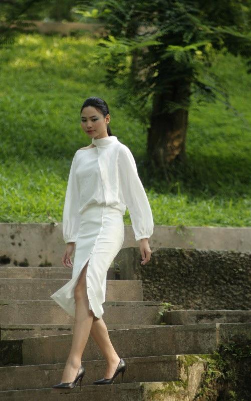 Đào Thị Hà - Top 5 Hoa hậu Việt Nam 2016 và một thiết kế dịu dàng của Ngọc Hân.