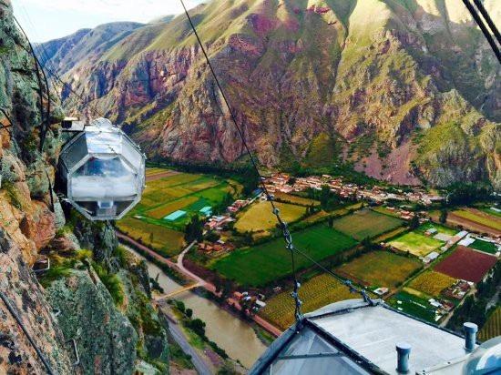 Khách sạn độc nhất thế giới treo mình trên vách núi cao hàng trăm mét - 2