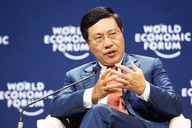 Phó Thủ tướng, Bộ trưởng Ngoại giao Phạm Bình Minh trong phiên trao đổi sáng ngày 12/9. (Ảnh: Wefforum)