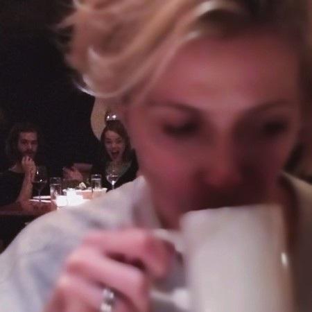 Đã cố gắng chụp trộm Emma Stone và Andrew Garfield đi ăn tối với nhau rồi nhưng chẳng ngờ thành quả làm ra lại hài hước cỡ này
