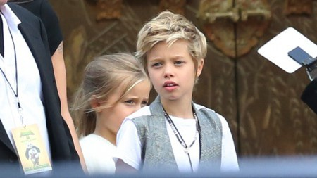 Tốt bụng, hài hước và có cá tính riêng nhưng Shiloh Jolie-Pitt vẫn chỉ là một cô nhóc 12 tuổi. Shiloh cũng đã để lại không ít khoảnh khắc vụng dại trẻ thơ cực kỳ đáng yêu và bất kể có dần trưởng thành, chín chắn như thế nào đi chăng nữa thì Shiloh vẫn luôn là tiểu công chúa được cưng chiều nhất trong nhà Jolie-Pitt.