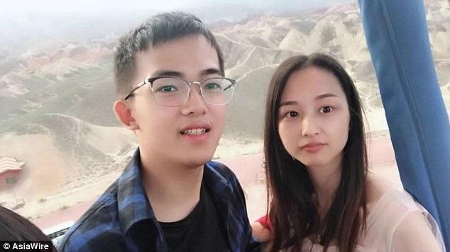 Hình ảnh của Zhou Wei và chồng.