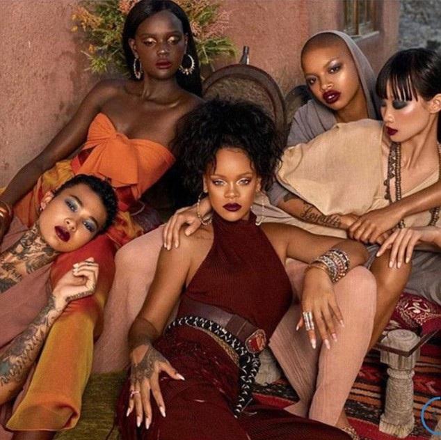 Slick Woods (đội mũ) xuất hiện cạnh Rihanna (váy đỏ) trong một quảng cáo thời trang