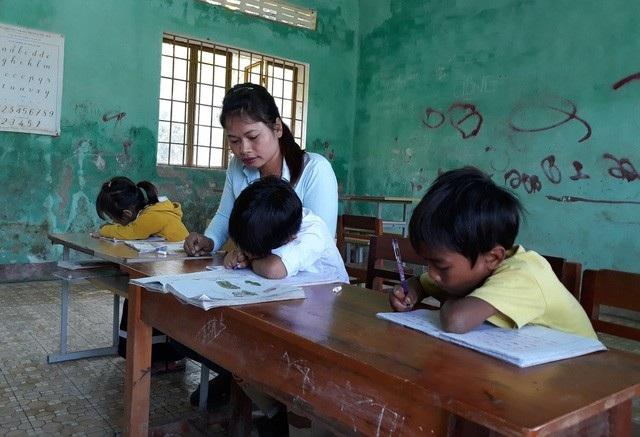 Huyện miền núi Sơn Tây (Quảng Ngãi) cơ bản giải quyết được tình trạng một giáo viên phụ trách lớp học chỉ có 3 học sinh.