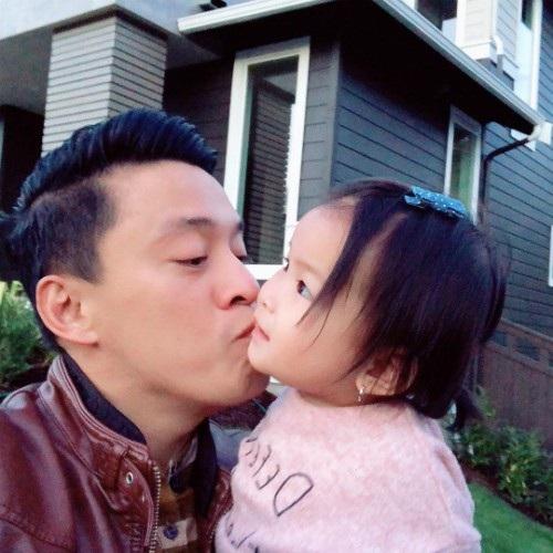 Ca sĩ Lam Trường nựng con gái cưng: Người yêu bé bỏng của ba, yêu nhất trần đời luôn.