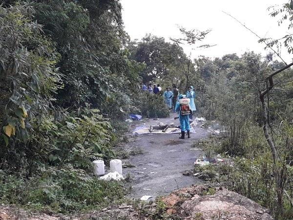 Lực lượng chức năng Công an tỉnh Hoà Bình khám nghiệm tử thi nạn nhân