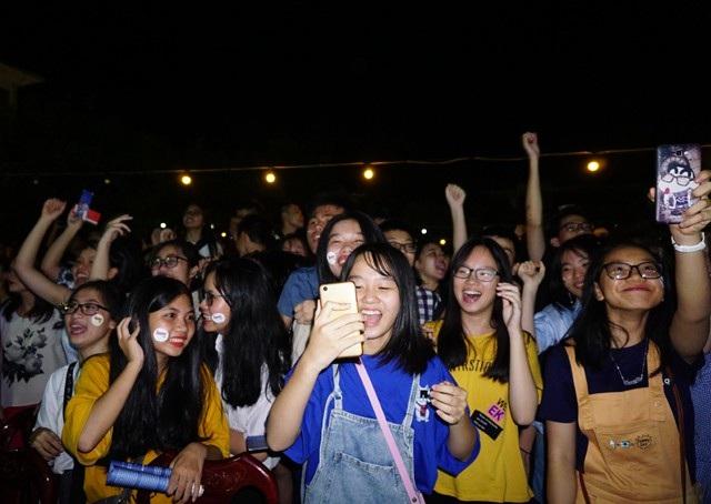 Teen Trường Huỳnh đã cháy hết mình cho đêm nhạc mang cái tên xưa cũ - Radio 196x.