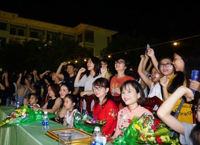 Radio 196x là một bữa tiệc âm nhạc và màu sắc để chào đón tân học sinh Trường Huỳnh Thúc Kháng hay còn gọi là Trường Quốc học Vinh - ngôi trường có lịch sử gần 100 năm hình thành và phát triển.