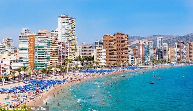Nhiều khách sạn dọc theo bờ biển ở Tây Ban Nha đã bỏ minibar trong phòng nhằm tránh tình trạng du khách gian lận
