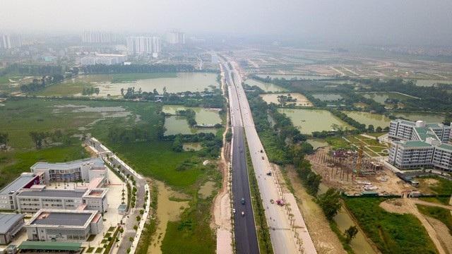 Dự án đường trục phía Nam Hà Nội (dự án BT, đổi đất lấy hạ tầng), với tổng mức đầu tư khoảng 5.000 tỷ đồng đang được gấp rút hoàn thiện và khánh thành vào ngày 10/10. (Ảnh: Toàn Vũ)