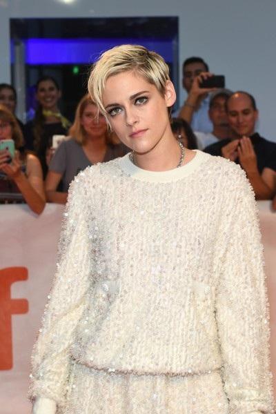 Nữ diễn viên nổi tiếng luôn xuất hiện với hình ảnh cá tính và có chút Tom boy trong mỗi sự kiện