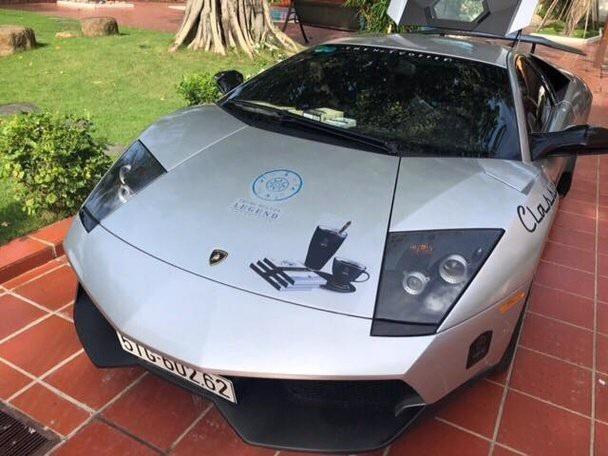 Bugatti Veyron độc nhất Việt Nam đổi màu sơn và dán tem quảng bá cho Trung Nguyên coffee