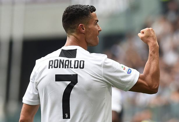 C.Ronaldo tiếp tục thách thức số phận