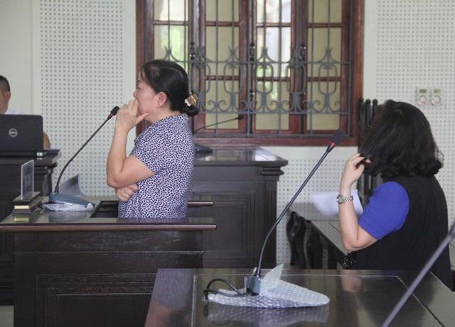Bị cáo Trần Thị Hồng Hoa và Dương Thị An tại phiên tòa