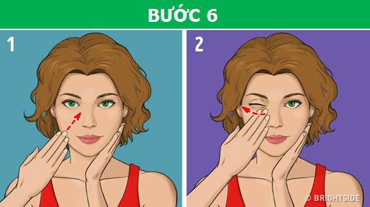 Dùng một tay áp nhẹ vào một bên má, tay còn lại di chuyển từ phía bên hàm đến một điểm ở khóe mắt, rồi nhẹ nhàng massage từ khóe mắt ra ngoài thái dương, lặp lại với bên tay kia.