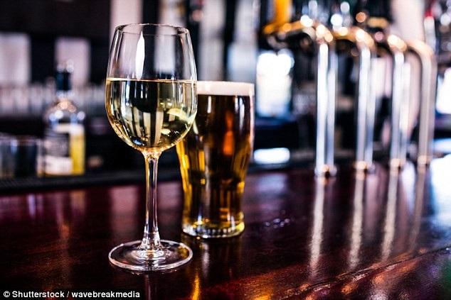 Có thể thoải mái thưởng thức bia, rượu vang và sô-cô-la mà vẫn sống lâu