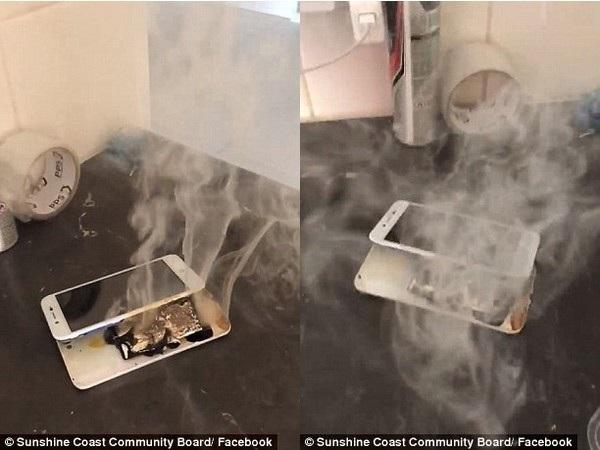 Chiếc smartphone bị vỡ đôi sau vụ nổ và khói bốc ra nghi ngút từ viên pin