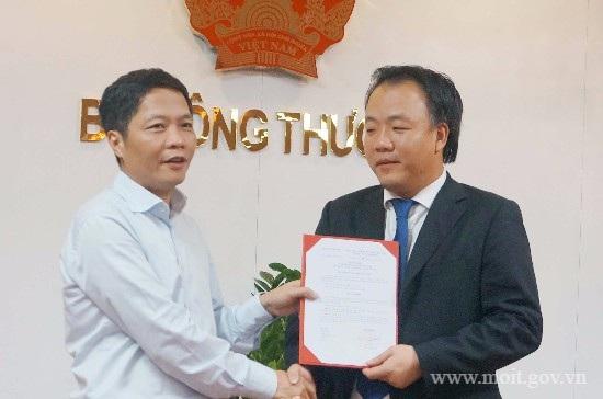 Ông Trần Hữu Linh thời điệm nhận quyết định giữ chức Chánh văn phòng Bộ Công Thương.