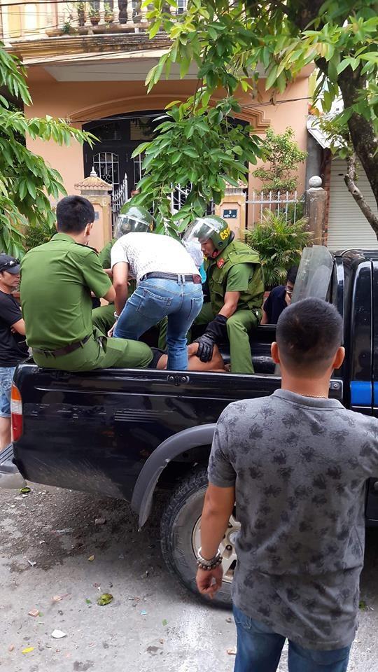 Lực lượng Cảnh sát 113 khống chế, bắt giữ đối tượng nghi ngáo đá quậy phá, đe dọa nhiều người trong nhà