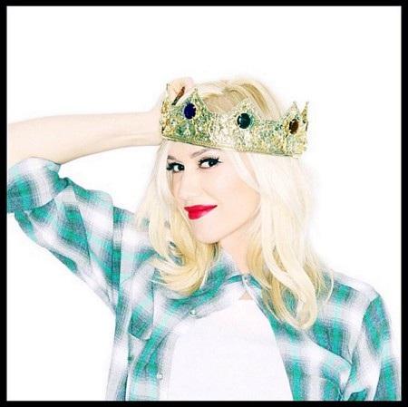 """Gwen Stefani từng khiến cho các fans hâm mộ vô cùng thích thú khi chia sẻ vào năm 2014 rằng: """"Tôi đã sẵn sàng để chuyển giao vương miện rồi. Nhưng tôi đoán mình vẫn sẽ là nữ hoàng của ngôi nhà thôi. Vì đó là một bé trai. Tôi bị bao vây bởi các chàng trai đây""""."""