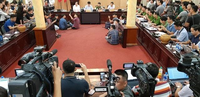 Buổi họp báo thông tin vụ 7 người chết sau lễ hội âm nhạc chiều ngày 17/9 tại phòng họp của Công an TP Hà Nội. (Ảnh: Quang Phong- Tiến Nguyên).