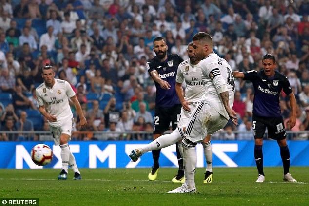 Sergio Ramos ấn định chiến thắng 4-1 trên chấm phạt đền