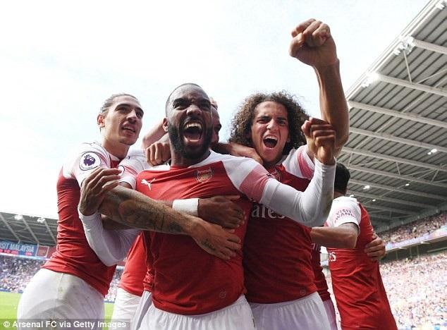 Lacazette (giữa) thi đấu thăng hoa trong chiến thắng của Arsenal