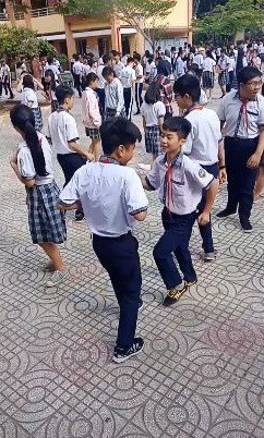 Em Thịnh và em Sang, lớp 9/1 chính là 2 nam sinh nhảy rất đẹp trong clip được cộng đồng mạng chia sẻ.