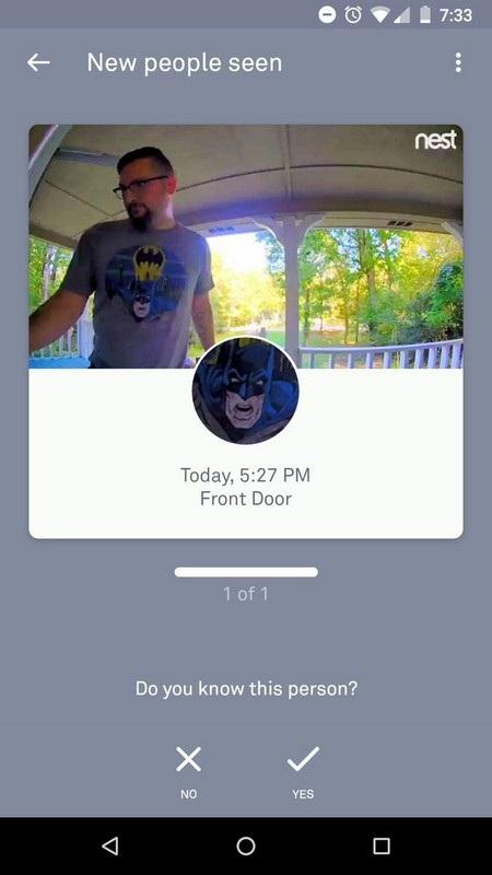Khóa cửa thông minh nhận diện nhầm gương mặt Batman trên áo của May và tự động khóa cửa vì không nhận ra được gương mặt thân quen