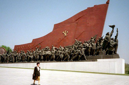 Một công trình nghệ thuật tại Triều Tiên do xưởng Mansudae chế tác (Ảnh: Bloomberg)