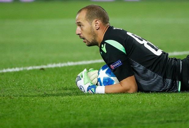 Thủ thành Milan Borjan là người hùng của Red Star Belgrade trong trận đấu với Napoli