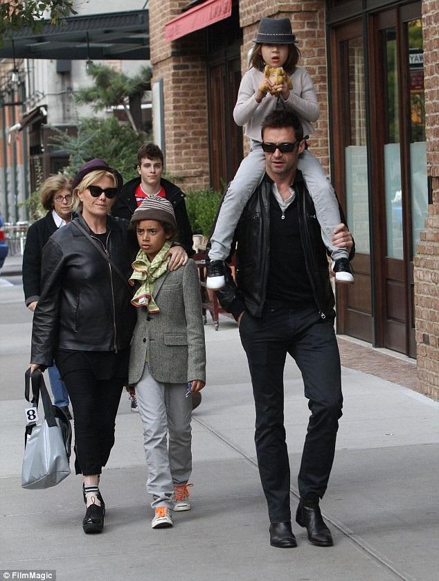 Gia đình nhỏ của Hugh Jackman (ảnh chụp năm 2011).