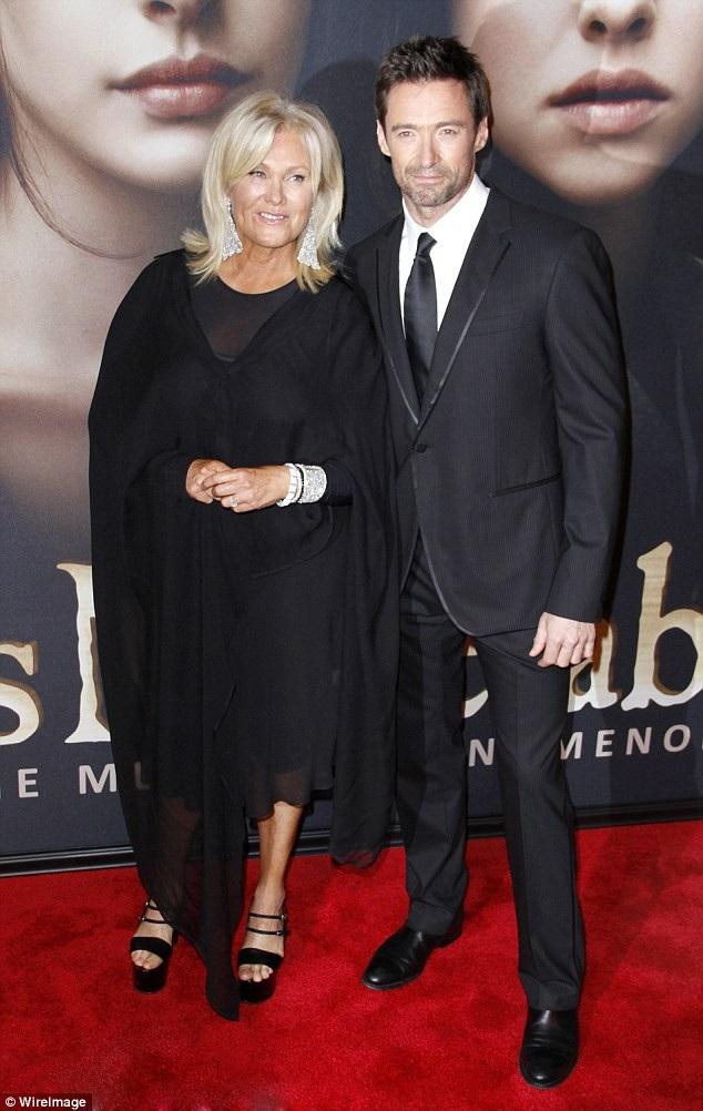 Hugh Jackman (49 tuổi) và vợ - bà Deborra-lee Furness (62 tuổi)