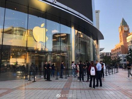 Được biết, Trung Quốc là một trong những thị trường sẽ ra mắt iPhone XS/ XS Max với phiên bản 2 SIM.