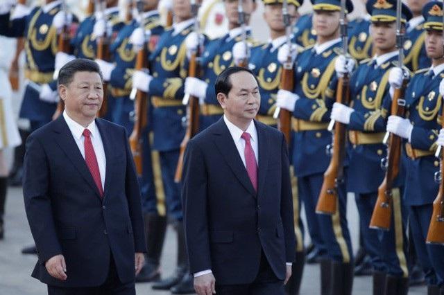 """Ngày 11/5/2017, Chủ tịch nước Trần Đại Quang đến thủ đô Bắc Kinh, bắt đầu chuyến thăm cấp Nhà nước nước CHND Trung Hoa và tham dự Diễn đàn cấp cao hợp tác """"Vành đai và con đường"""", theo lời mời của Chủ tịch Trung Quốc Tập Cận Bình (ảnh: Reuters)"""