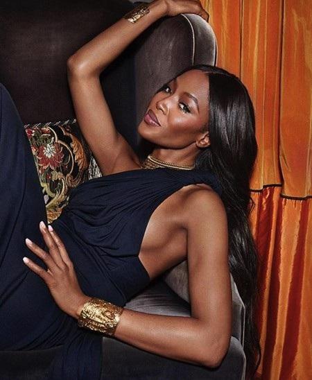 """Naomi Campbell trên bìa tạp chí thì trông """"chảnh"""" cỡ này"""
