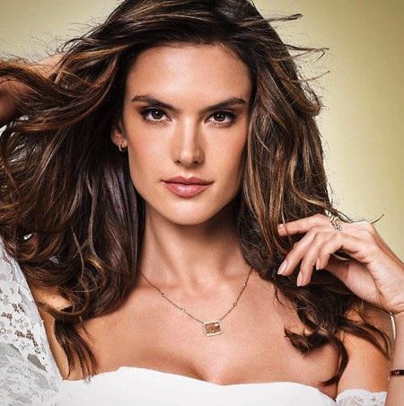 Khi lên hình, Alessandra Ambrosio trông đã đẹp xuất sắc đến nhường này