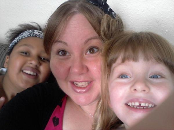 Bà mẹ sống ở Scarborough cho biết bức ảnh được chụp vào năm 2008 trong ngôi nhà cũ của gia đình
