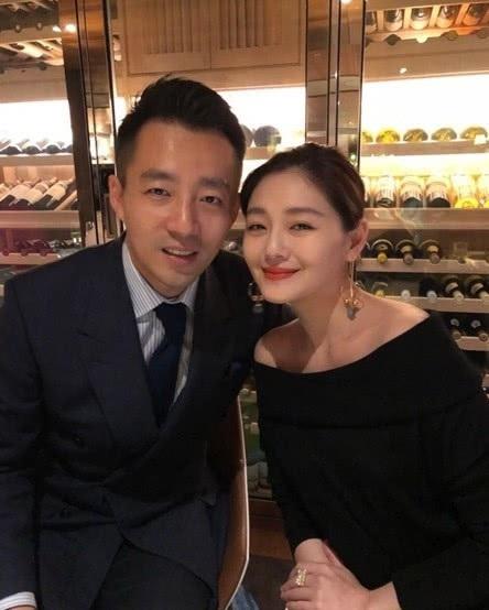 Vợ chồng Từ Hy Viên cùng tham dự một sự kiện hồi đầu năm 2018. Sau gần 8 năm chung sống, cặp đôi rất hạnh phúc và cảm thông với nhau.