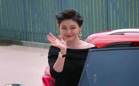 Từ Hy Viên tới tham dự một chương trình, ngày 17/9. So với cách đây 10 năm, nữ diễn viên họ Từ giờ là một quý bà. Cô đang mang thai đứa con thứ ba.