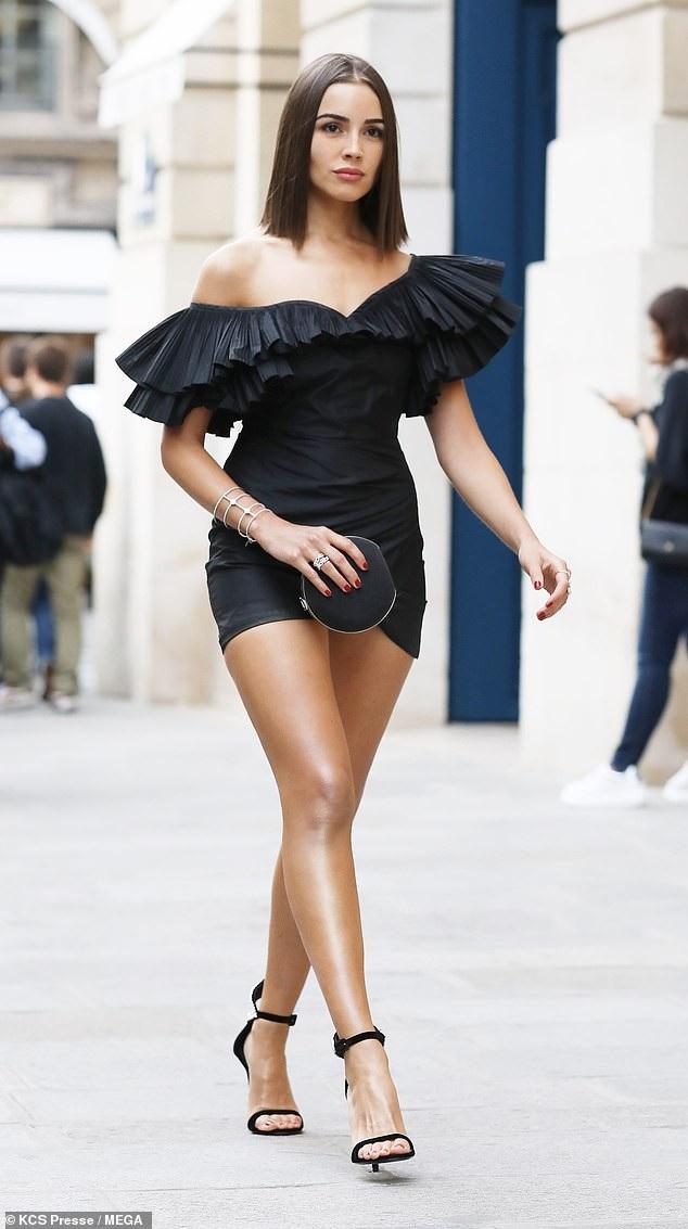 Olivia Culpo xuất hiện nổi bật trên đường phố Paris ngày 21/9 vừa qua